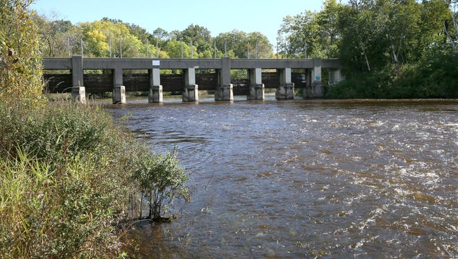 Estabrook Park dam on the Milwaukee River would be demolished later this year following a transfer of ownership from Milwaukee County to the Milwaukee Metropolitan Sewerage District.