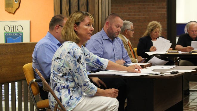 Mansfield finance director Linn Steward explains the projected five-year forecast for the city's finances during the Mansfield City Council meeting Tuesday, Sept. 19, 2017. Steward said the forecast shows there is not enough money available for the city to make it to 2020.