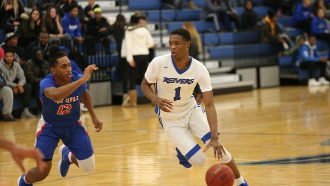 Decardo Day, a junior guard from Iowa Western, is immediately eligible for FGCU after signing on Monday.