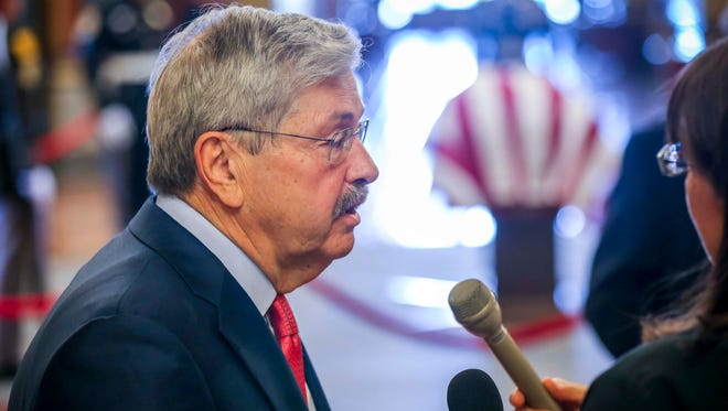 U.S. Ambassador to China Terry Branstad pays his respects former Iowa Gov. Robert Ray in the rotunda Thursday, July 12, 2018, at the Iowa Statehouse in Des Moines, Iowa.