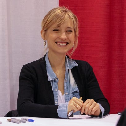 'Smallville' actress Allison Mack charged with sex trafficking in NXIVM case