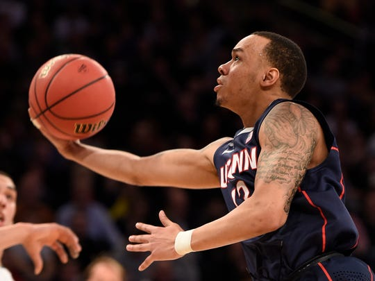 Connecticut Huskies guard Shabazz Napier (13)