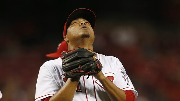 Cincinnati Reds starting pitcher Alfredo Simon (31) looks skyward after being pulled during the seventh inning of their game against the Chicago Cubs.