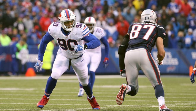 Bills rookie Shaq Lawson (90) comes off the line against Patriots tight end Rob Gronkowski.