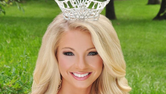 Former Miss Tennessee Hayley Lewis has accepted a job as a television sports anchor/reporter in Eugene, Oregon.