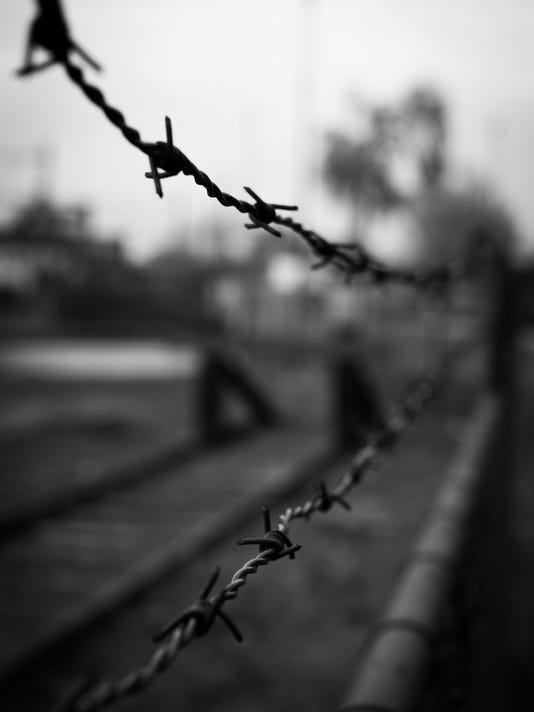 -barbed-wire-black-and-white-fence-2057.jpg