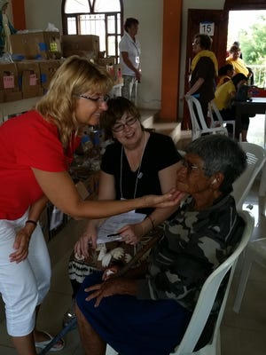 Sue fits a Nicaraguan woman with eyeglasses.
