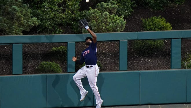 Boston's Jackie Bradley Jr. should field quite a few phone calls when he hits free agency this offseason.