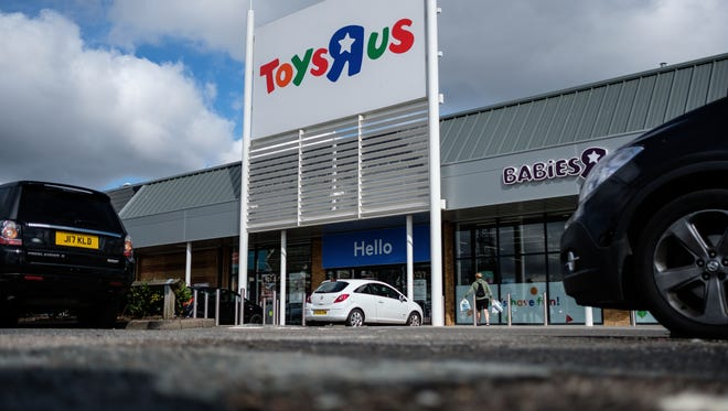 Toys R Us curbside pickup could be a godsend for parents during the Christmas rush, and allow them to get toys on kids' wish lists easily without dealing with crowd or lines in the stores.