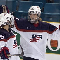 U.S. women's hockey players stand firm in wage fight