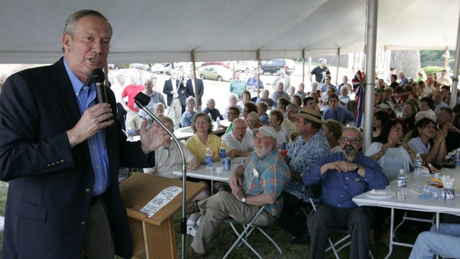 New York Gov. George Pataki addressed a crowd that turned out for the 2006 Iowa Republican Party picnic in Des Moines.