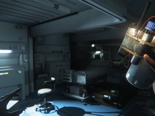 "Amanda can make tools and devices, such as noisemakers or flash bombs, in ""Alien: Isolation."""