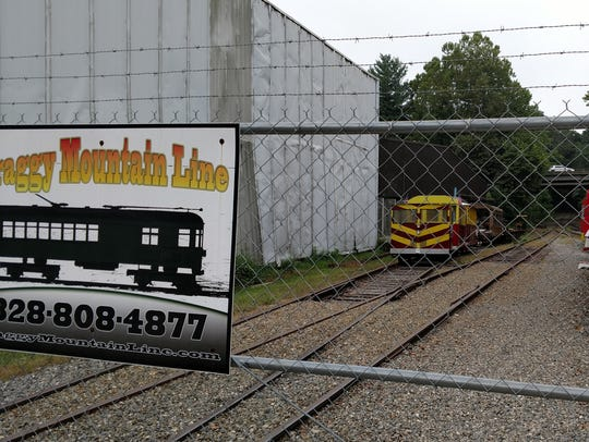 The Craggy Mountain Line provides railroad tours on