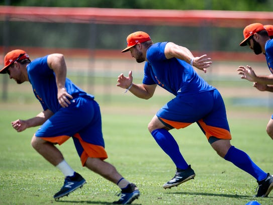 Tim Tebow (center) warms up with teammates before his
