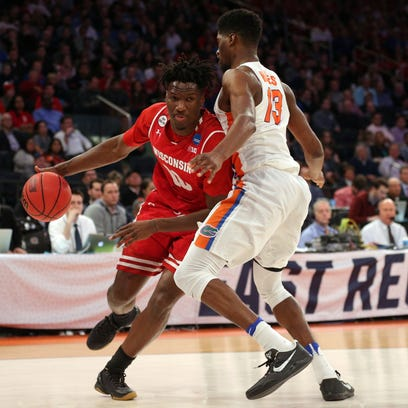 Wisconsin Badgers forward Nigel Hayes (10) drives to