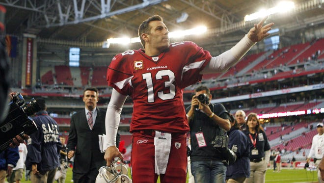 Arizona Cardinals' Kurt Warner waves to the crowd following their win over the St. Louis Rams in their NFL game Sunday, Dec. 27, 2009 in Glendale.