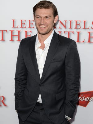 """Hollywood's relative newcomer, Alex Pettyfer, advises women to never date bad boys. He says, """"A man should be chivalrous."""""""