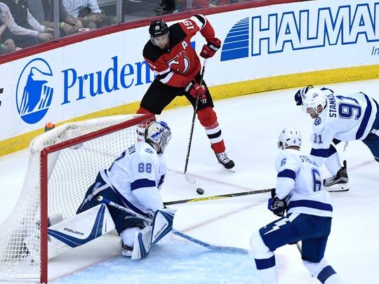 New Jersey Devils center Travis Zajac (19) faces the