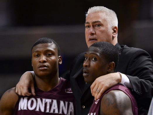 IN: Oregon State hired Montana coach Wayne Tinkle to replace Craig Robinson.