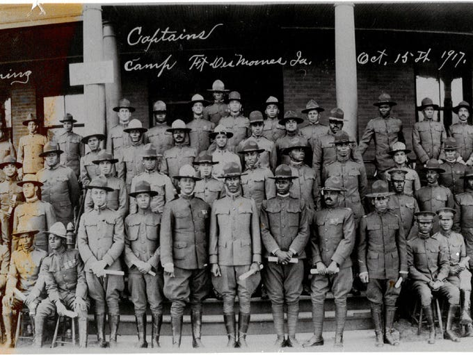 Officer graduation with World War I commissions, Fort