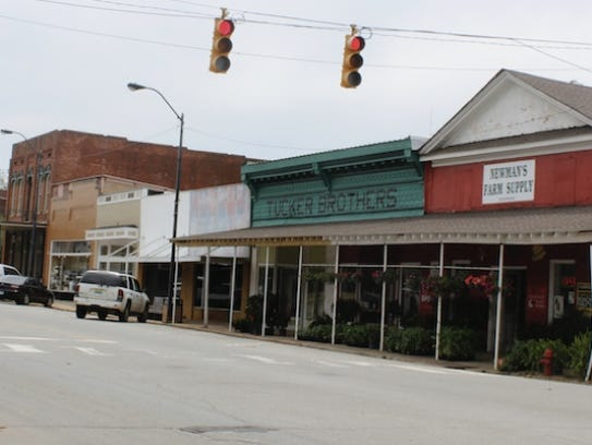 One of the main strips in LaFayette, Alabama.