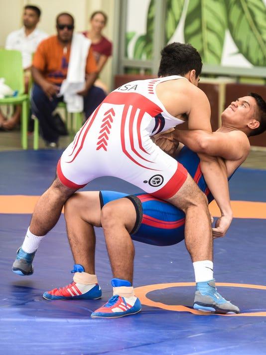 636622937948243429-Wrestling-06.JPG