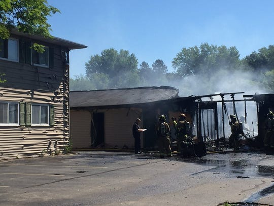 Wausau firefighters at scene of garage fire in 900