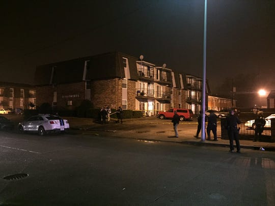 Evansville police investigate a shooting with injuries in the 1100 block of South Lincoln Park Drive on Friday, Jan. 13, 2017.