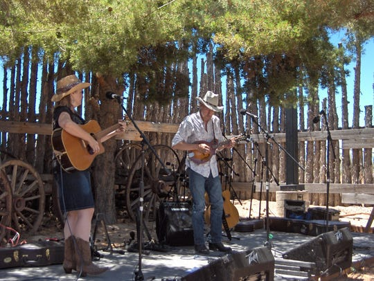 Stillhouse Road performs at the 2016 Frontier Folk