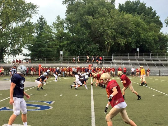 Reitz and Mater Dei scrimmaged each other Friday at the Reitz Bowl.