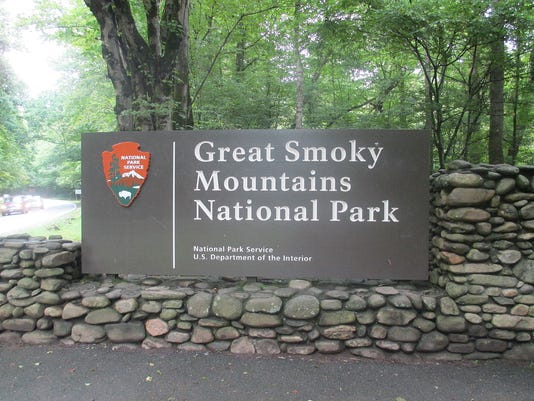 636413273683689297-1200px-Cherokee-NC-entrance-sign-to-Great-Smoky-Mtn.-Nat.-Park-IMG-4905.JPG