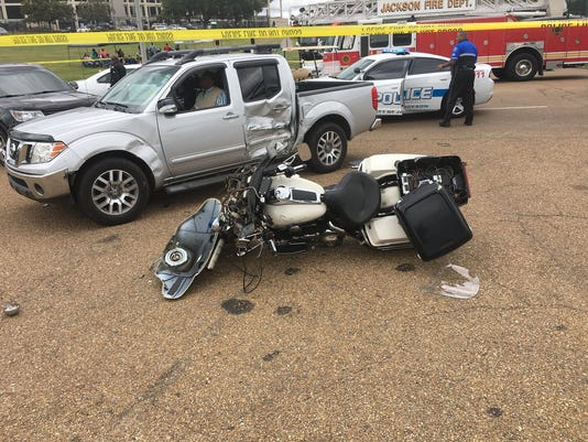 636466761840535125-officer-crash.jpg