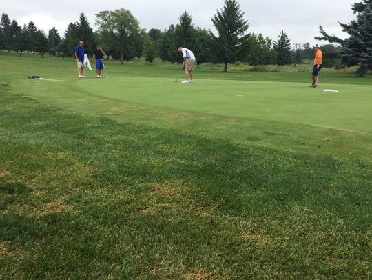 Justin Arnt sinks a birdie putt on 18 to cap a first