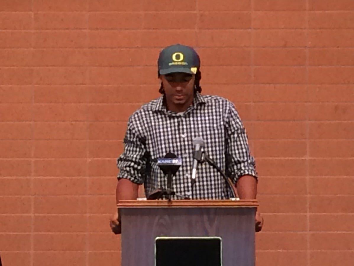 East Ridge HS Quarterback Seth Green announced Wednesday that he will play for the University of Oregon.