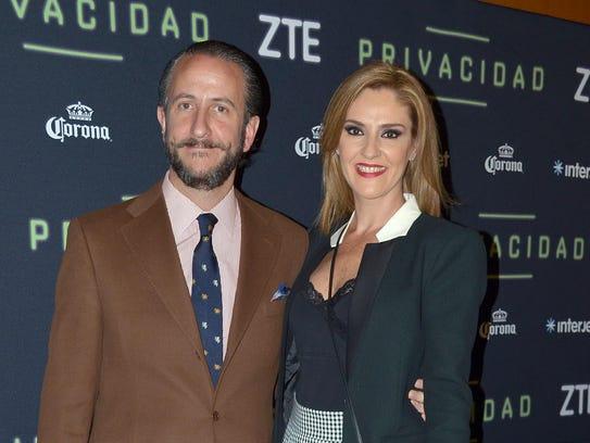 Chantal celebra diez años de casada con Enrique Rivero