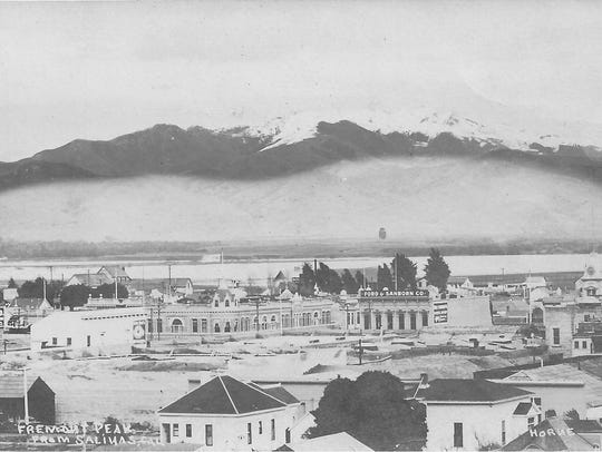 Fremont Peak from Salinas in 1905.