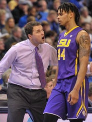LSU head coach Will Wade and forward Wayde Sims (44)