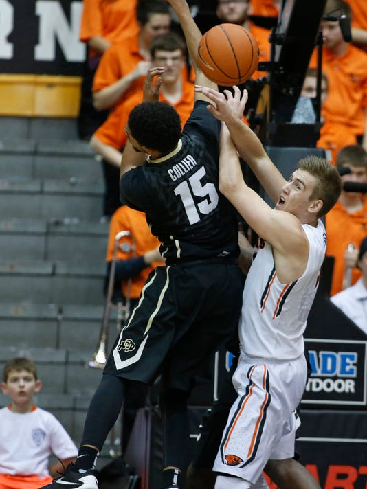 Colorado's Dominique Collier, left, and Oregon State' Tres Tinkle fight for a loose ball in the first half of an NCAA college basketball game in Corvallis, Ore., on Saturday, Feb. 6, 2016. (AP Photo/Timothy J. Gonzalez)
