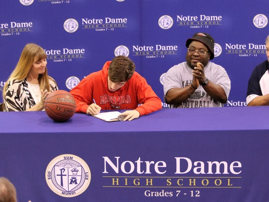 Notre Dame's Gary Raupers signs to play sprint football