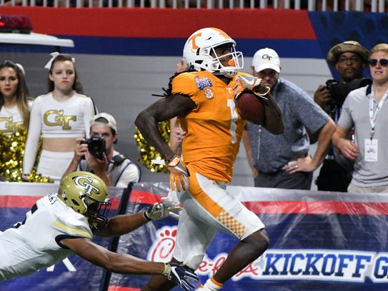 Tennessee wide receiver Marquez Callaway (1) scores