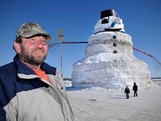 STC 0303 Big Snowman 1