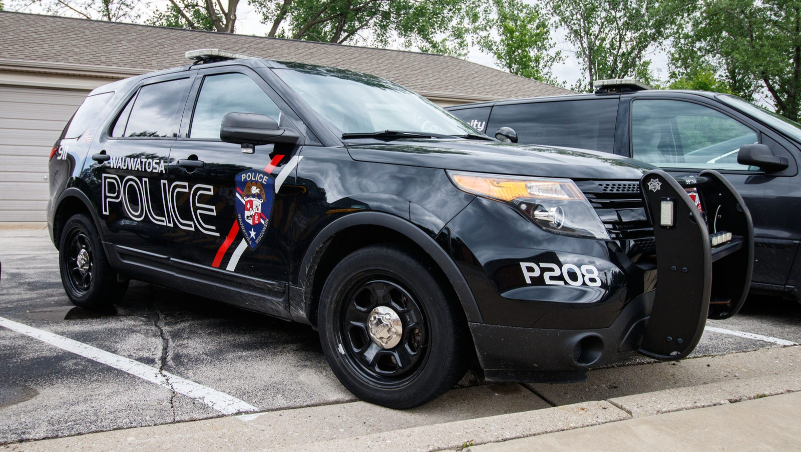 Man made advances to underage teen, punched mall employee and spat on Tosa police officers, complaint says