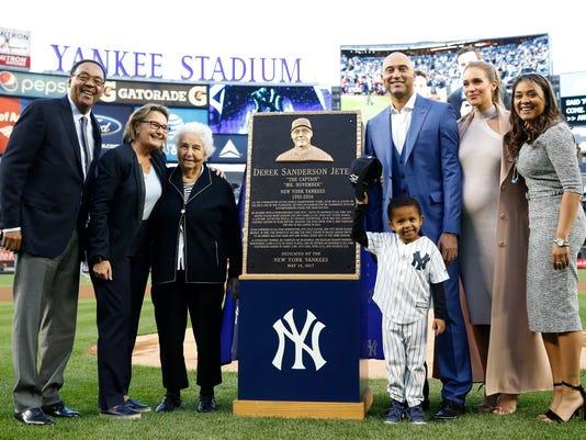 636304360464748439-Yankees-Jeter-GGMICFIQ2.1.jpg