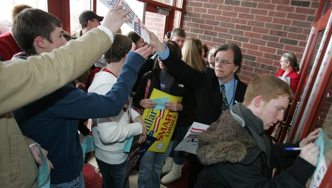Steve Chaffin passes out campaign signs in 2008. The Democrat recently resigned under pressure from the Marion County Elections Board.