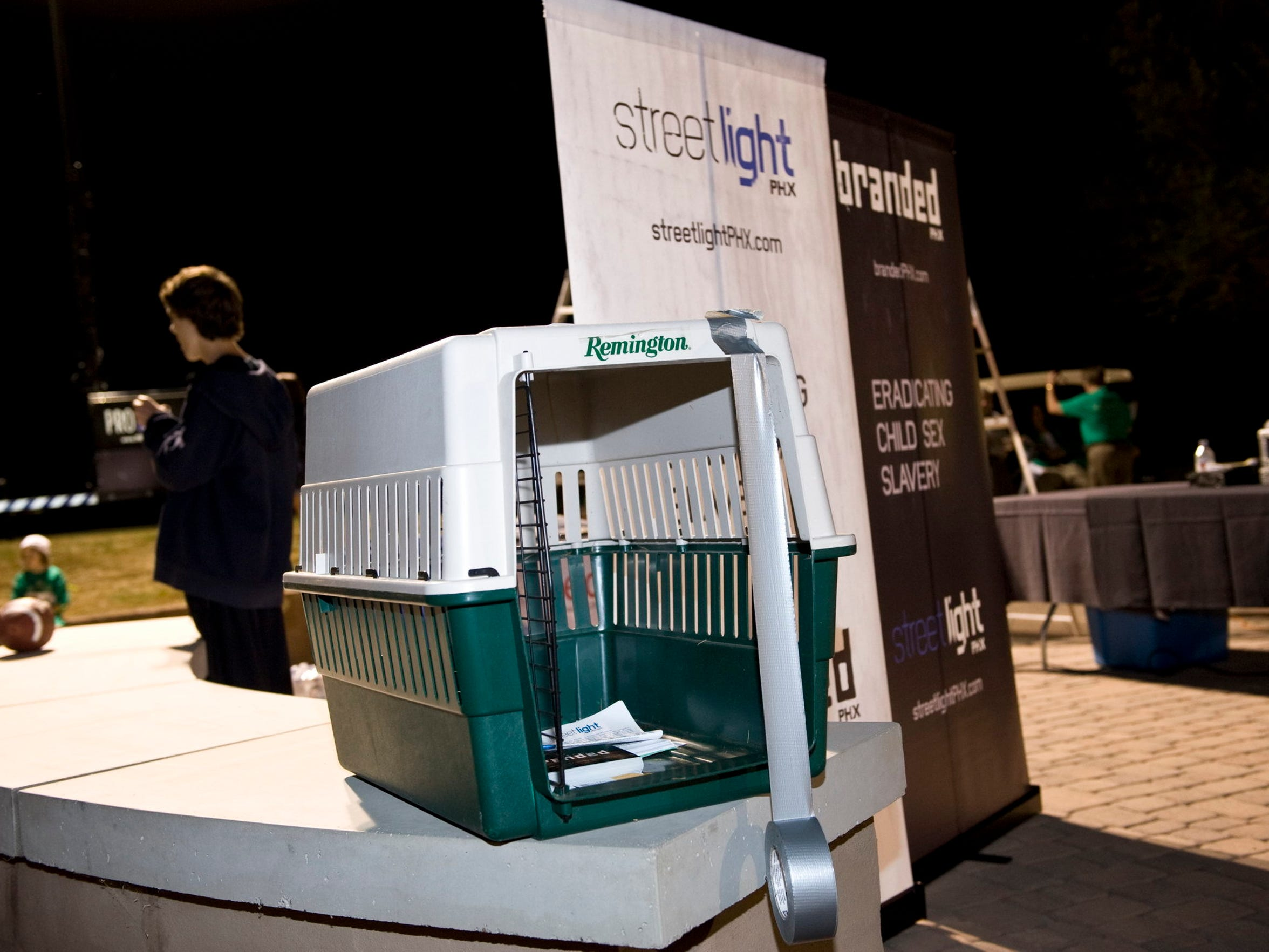 Peggy Bilsten would carry a dog crate to help spread