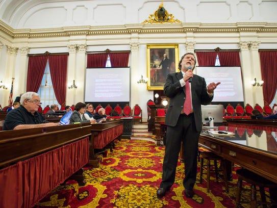 Economist Tom Kavet briefs legislators on the state
