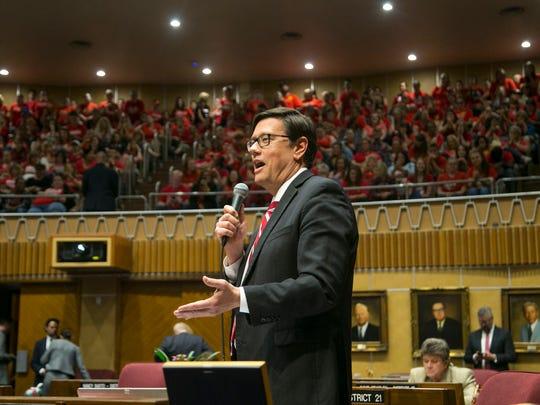 Sen. Steve Farley, D-Tucson, speaks to the teachers