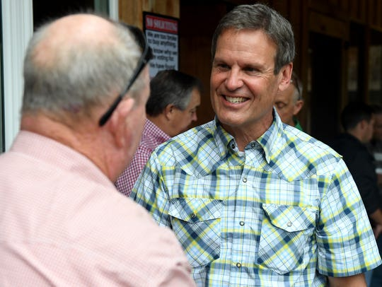 Republican gubernatorial candidate Bill Lee shakes