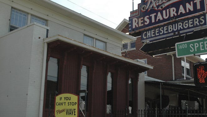 Kaelin's Restaraunt, a fixture for decades on Newburg rd has closed.  Photo by Alex Davis, March 9-09