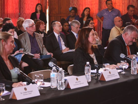 Panel questions effectiveness of Common Core standards 4